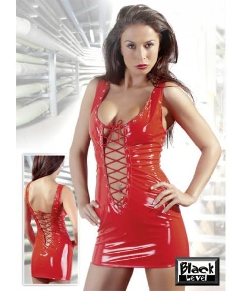 Vinylklänning från Black Level i röd färg med stygn för perfekt passform!