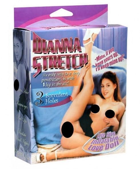 Dianna Stretch är en prisvärd kärleksdocka med tre sköna hål som väntar!